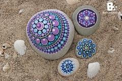 DIY Mandala Stones Tutorial colorful-crafts.com
